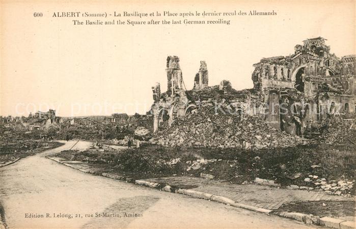 AK / Ansichtskarte Albert_Somme La Basilique et la Place apres le dernier recul des Allemands Albert Somme