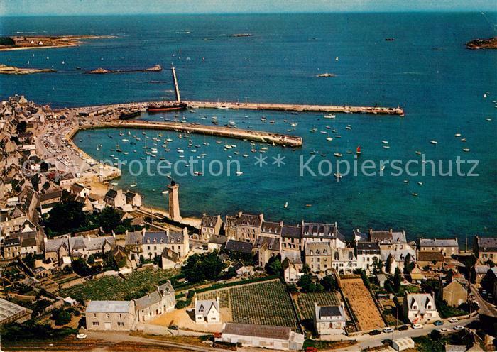 AK / Ansichtskarte Roscoff Panorama sur le port vue aerienne Roscoff