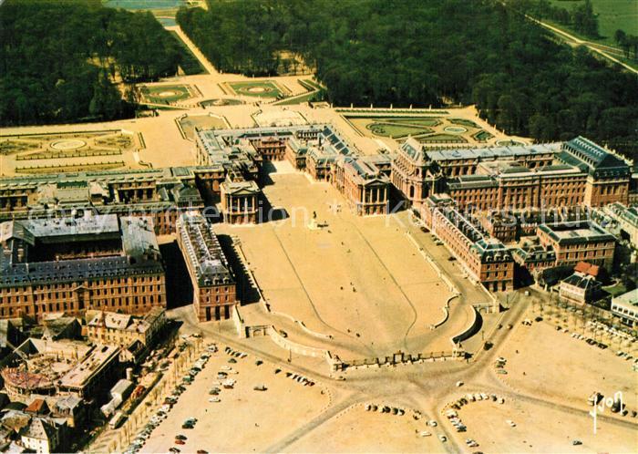 AK / Ansichtskarte Versailles_Yvelines Chateau Avant cour Cour Royale Cour de Marbre Palais vue aerienne Versailles_Yvelines