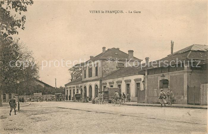 AK / Ansichtskarte Vitry le Francois Gare Bahnhof  Vitry le Francois