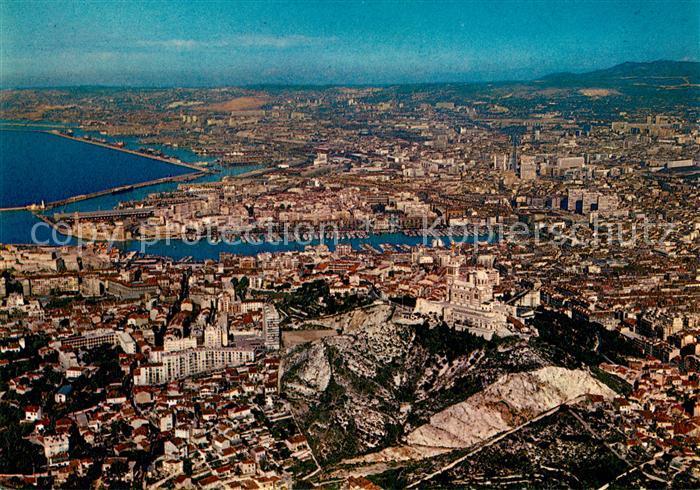 AK / Ansichtskarte Marseille_Bouches du Rhone Basilique Notre Dame de la Garde et les ports vue aerienne Marseille