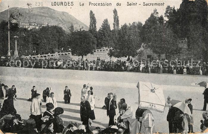 AK / Ansichtskarte Lourdes_Hautes_Pyrenees La Procession du Saint Sacrement Lourdes_Hautes_Pyrenees
