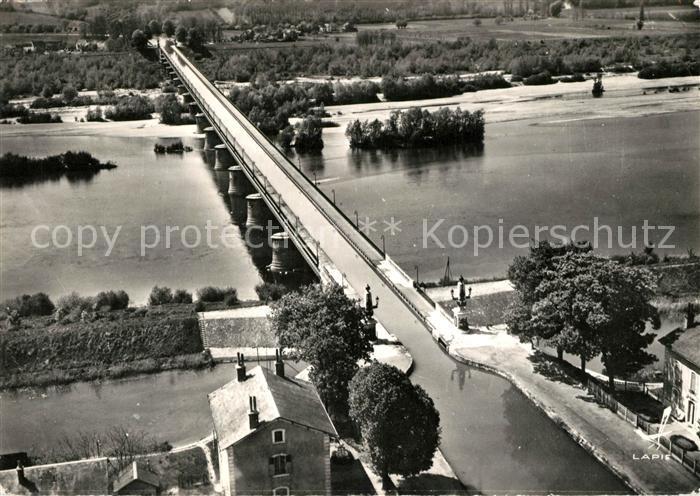AK / Ansichtskarte Briare Le Pont Canal et vue sur Saint Firmin sur Loire vue aerienne Briare