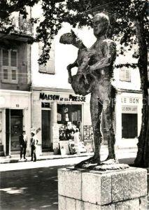 AK / Ansichtskarte Vallauris Statue de l Homme au Mouton Centre Mondial de Poteries et de Ceramiques d Art Vallauris