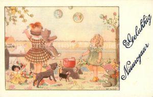 AK / Ansichtskarte Neujahr Kinder Seifenblasen Teddybaer Hund Katze Puppen Lamm  Neujahr