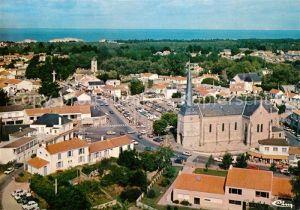 AK / Ansichtskarte Notre Dame de Monts Eglise et le centre du bourg vue aerienne Notre Dame de Monts