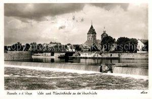 AK / Ansichtskarte Hameln_Weser Wehr und Muensterkirche an der Weserbruecke Hameln Weser
