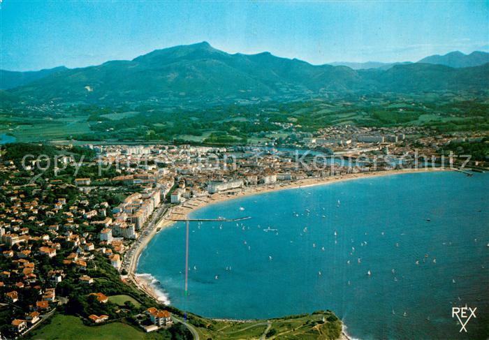 AK / Ansichtskarte Saint Jean de Luz Station balneaire de la Cote Basque au fond la Rhune vue aerienne Saint Jean de Luz