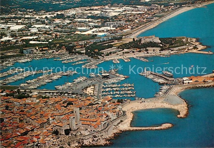 AK / Ansichtskarte Antibes_Alpes_Maritimes Vue aerienne sur la vieille ville Fort Carre Fort Vauban Plage de la Gravette Antibes_Alpes_Maritimes