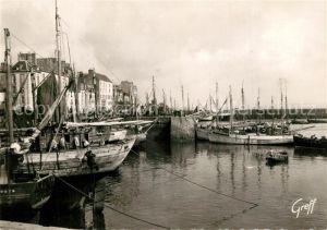 AK / Ansichtskarte Douarnenez Le Port Bateaux Douarnenez