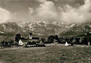 AK / Ansichtskarte Wackersberg_Bad_Toelz Ortsansicht mit Kirche Blick zur Benediktenwandgruppe Wackersberg_Bad_Toelz