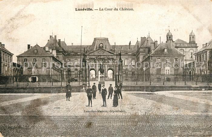 AK / Ansichtskarte Luneville Cour du Chateau Luneville