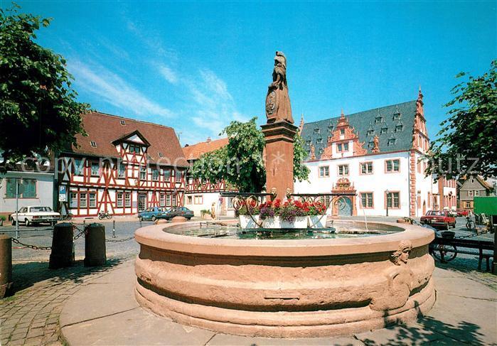 AK / Ansichtskarte Gross Umstadt Marktbrunnen und Rathaus Gross Umstadt
