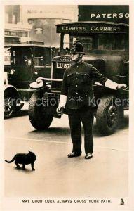 AK / Ansichtskarte Polizei England Katze  Polizei