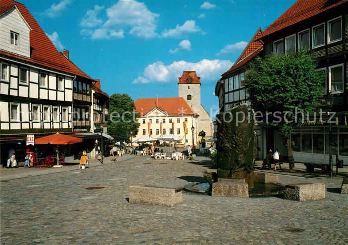 AK / Ansichtskarte Schoeningen Marktplatz mit Brunnen Schoeningen