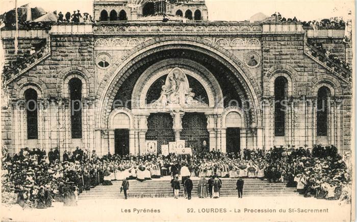 AK / Ansichtskarte Lourdes_Hautes_Pyrenees Procession du Saint Sacrement Lourdes_Hautes_Pyrenees