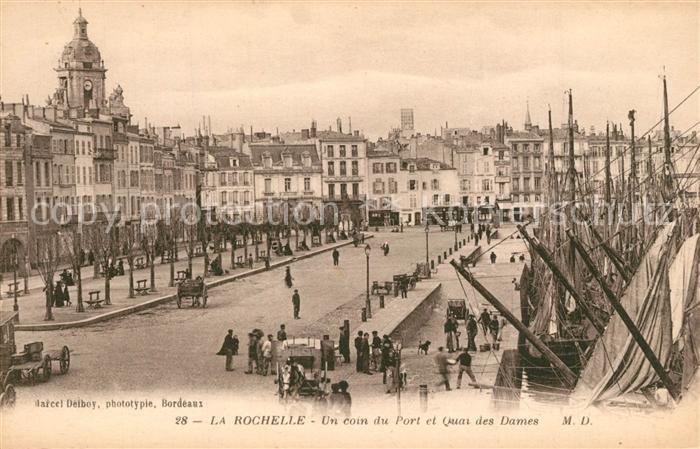 AK / Ansichtskarte La_Rochelle_Charente Maritime Un coin du Port et Quai des Dames La_Rochelle