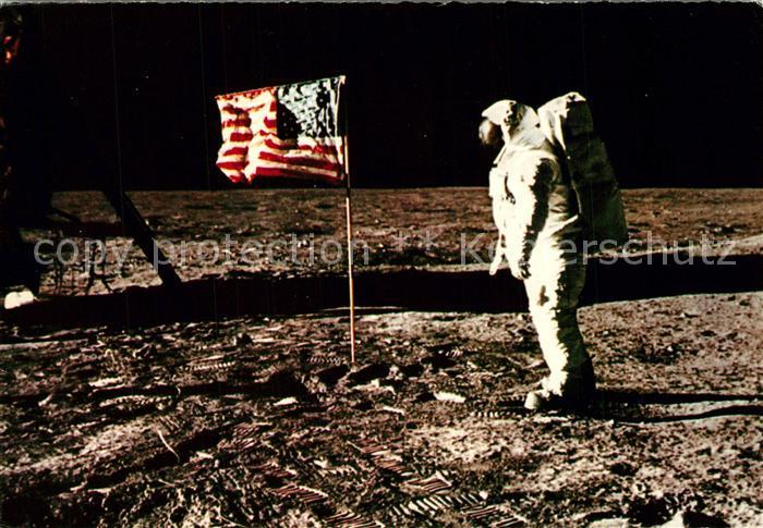 AK / Ansichtskarte Astronaut Mond Sternenbanner Neil Amstrong Edwin Aldrin Astronaut