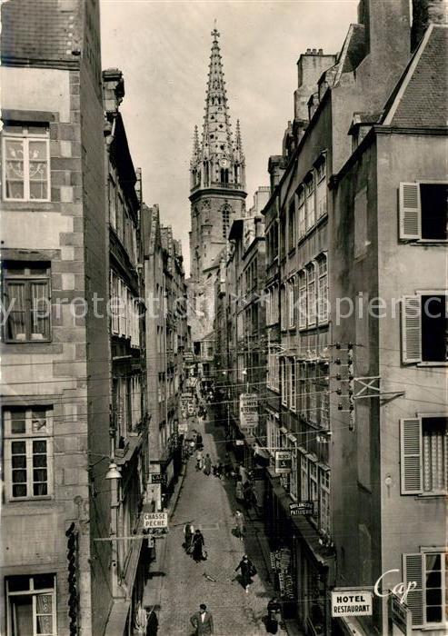 AK / Ansichtskarte Saint Malo_Ille et Vilaine_Bretagne Grande Rue et Clocher de la Cathedrale Saint Malo_Ille et Vilaine