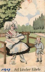 AK / Ansichtskarte Trachten Frau Baby stillen Hund Kind Milchkarte Hermann Frenz Trachten