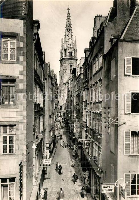 AK / Ansichtskarte Saint Malo_Ille et Vilaine_Bretagne La Grande Rue et le Clocher de la Cathedrale Saint Malo_Ille et Vilaine
