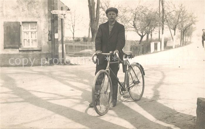 AK / Ansichtskarte Penig Junger Mann mit dem Fahrrad Penig