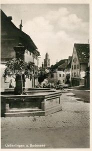 AK / Ansichtskarte ueberlingen_Bodensee Brunnen Innenstadt Blick zum Muenster ueberlingen Bodensee
