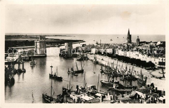 AK / Ansichtskarte La_Rochelle_Charente Maritime Vue generale des ports La_Rochelle
