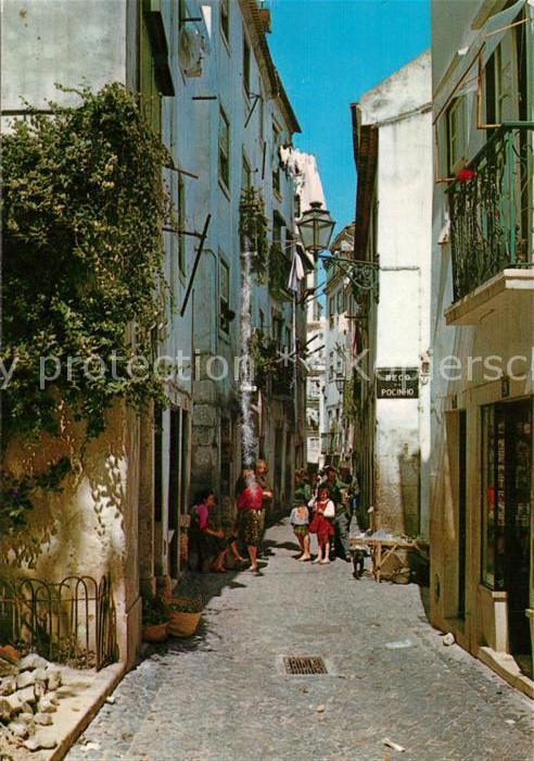 AK / Ansichtskarte Lisboa Alfama Gasse in der Altstadt Lisboa 0