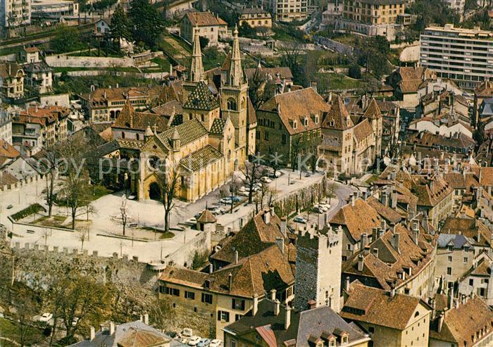 AK / Ansichtskarte Neuchatel_NE La Collegiale le Chateau et la vieille ville Neuchatel NE 0