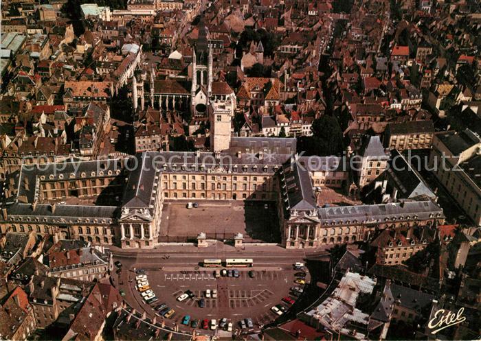 AK / Ansichtskarte Dijon_Cote_d_Or Vue aerienne de la place de la Liberation le palais Ducs de Bourgogne et Eglise Notre Dame Dijon_Cote_d_Or 0