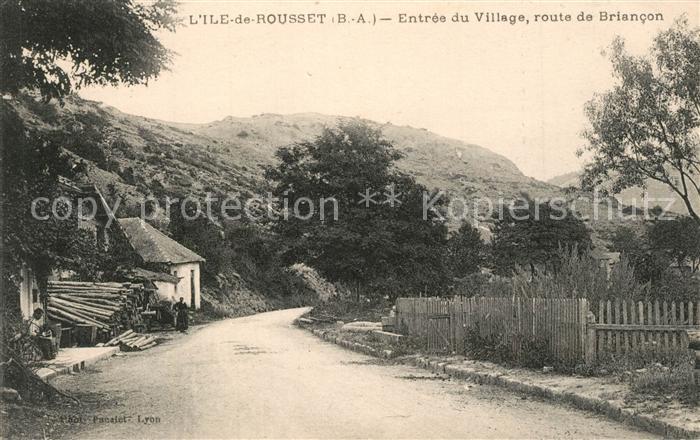 AK / Ansichtskarte Rousset_Bouches du Rhone Ile de Rousset Entree du Village route de Briancon Rousset Bouches du Rhone
