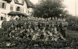 AK / Ansichtskarte Soldatengruppenfoto Schweizer Soldaten Soldatengruppenfoto