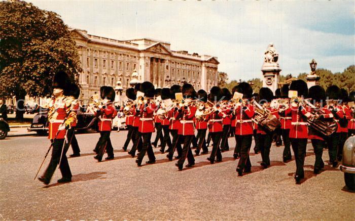 AK / Ansichtskarte Leibgarde_Wache Guards Band Buckingham Palace London Leibgarde Wache