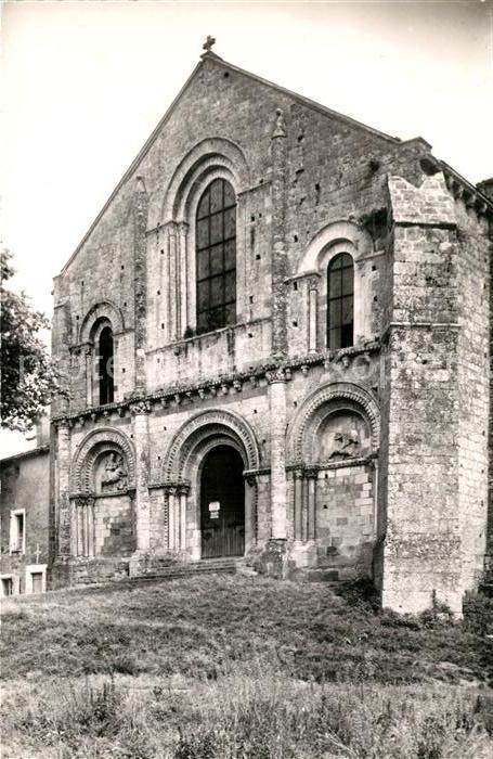 AK / Ansichtskarte Parthenay Facade de Eglise romane Parthenay le Vieux Parthenay