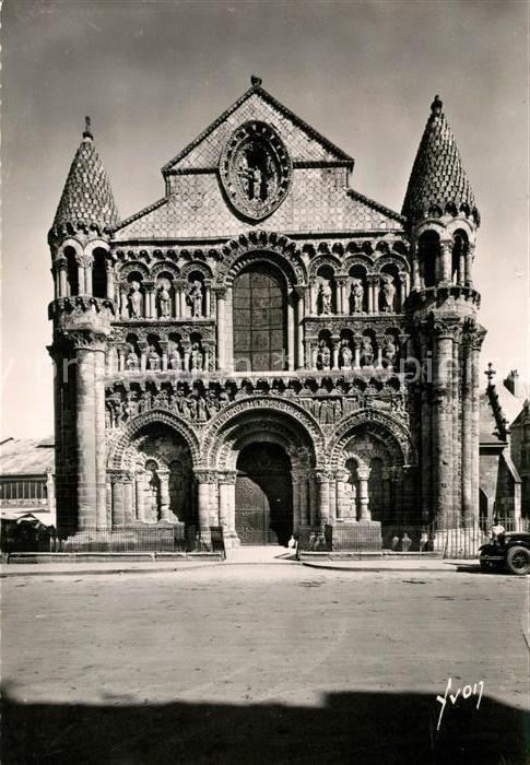 AK / Ansichtskarte Poitiers_Vienne Eglise Notre Dame de la Grande Facade XII siecle Poitiers Vienne