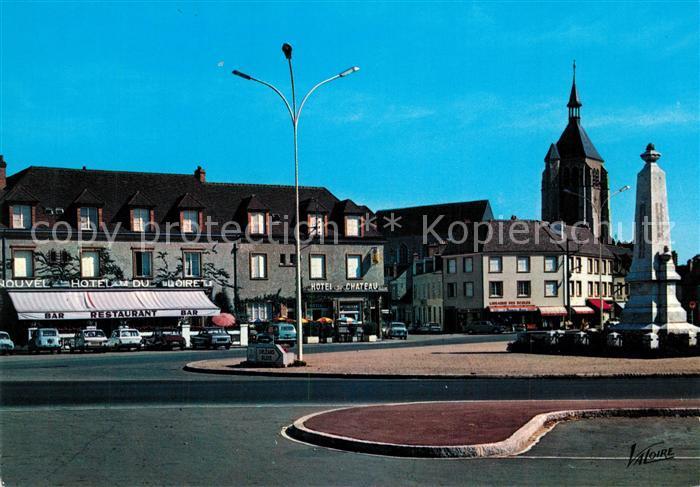 AK / Ansichtskarte Chateauneuf sur Loire Place du Chateau Monument Chateauneuf sur Loire