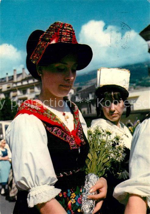 AK / Ansichtskarte Evolene Jeune femme en costume Trachten Evolene