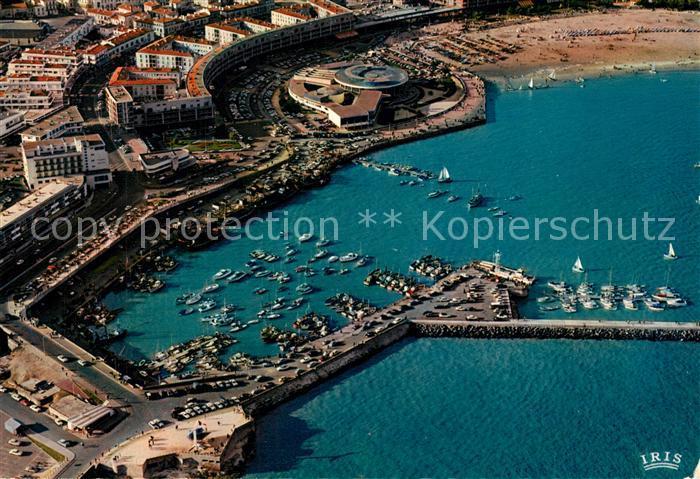 AK / Ansichtskarte Royan_Charente Maritime Le Front de Mer et le Casino vue du ciel Royan Charente Maritime
