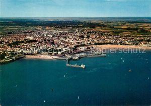 AK / Ansichtskarte Royan_Charente Maritime Facade du Foncillon et du port La Grande Plage vue aerienne Royan Charente Maritime