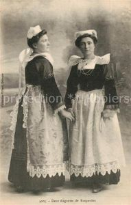 AK / Ansichtskarte Rosporden Deux elegantes Jeunes Filles Costumes Trachten Rosporden