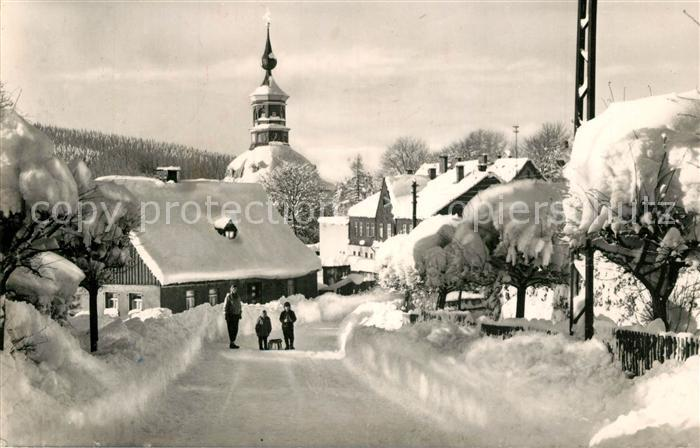 AK / Ansichtskarte Carlsfeld_Erzgebirge Winterpanorama Schlitten Kinder Carlsfeld Erzgebirge