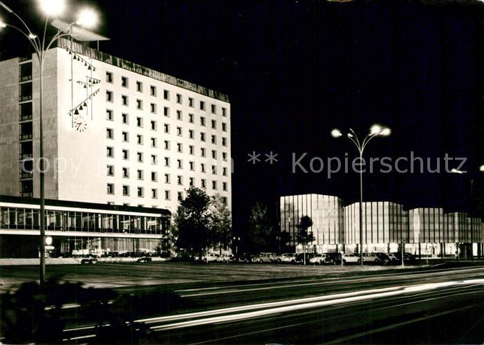 AK / Ansichtskarte Wolfsburg Rathaus Kulturzentrum Nachtaufnahme Wolfsburg