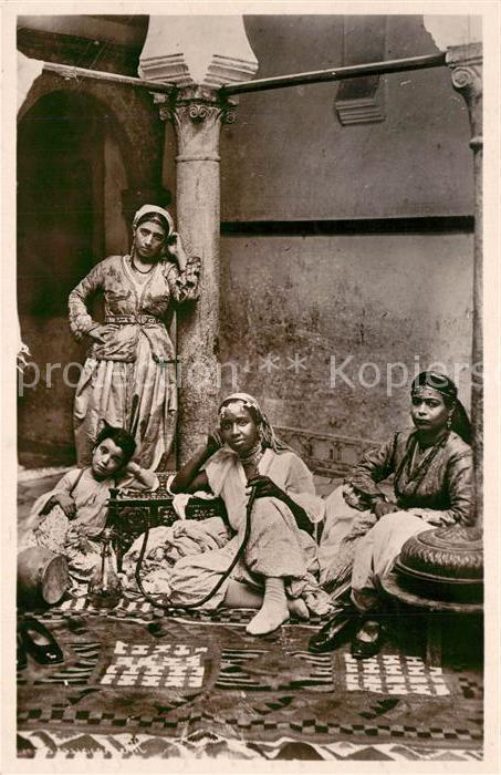 AK / Ansichtskarte Typen_Arabien Mauresques dans leur Interieur  Typen Arabien
