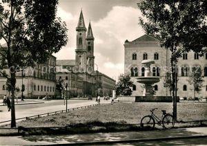 AK / Ansichtskarte Muenchen Universitaet Geschwister Scholl Platz Ludwigkirche Brunnen Muenchen
