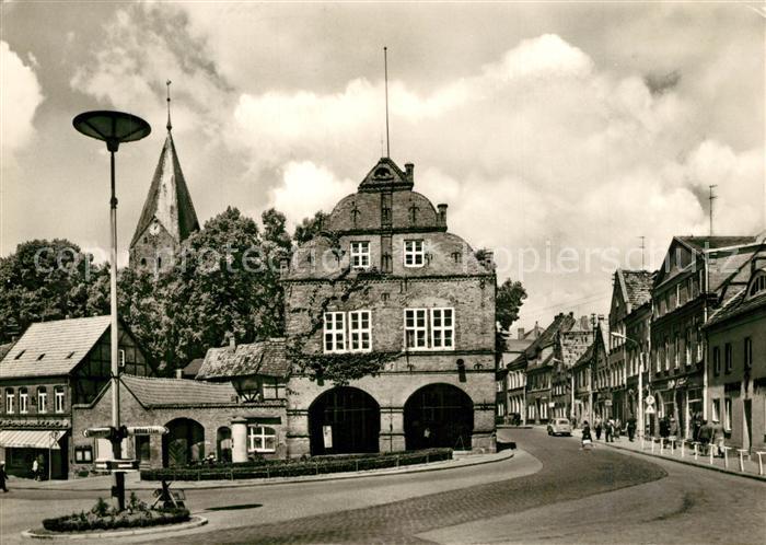 AK / Ansichtskarte Gadebusch Rathaus in Ernst Thaelmann Strasse Gadebusch