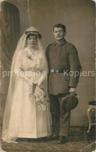 AK / Ansichtskarte Militaria_Deutschland_WK1 Hochzeit Knick Uniform Landwehr Brautkleid