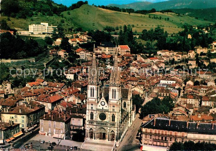AK / Ansichtskarte Voiron Eglise Saint Bruno et la ville vue aerienne Voiron
