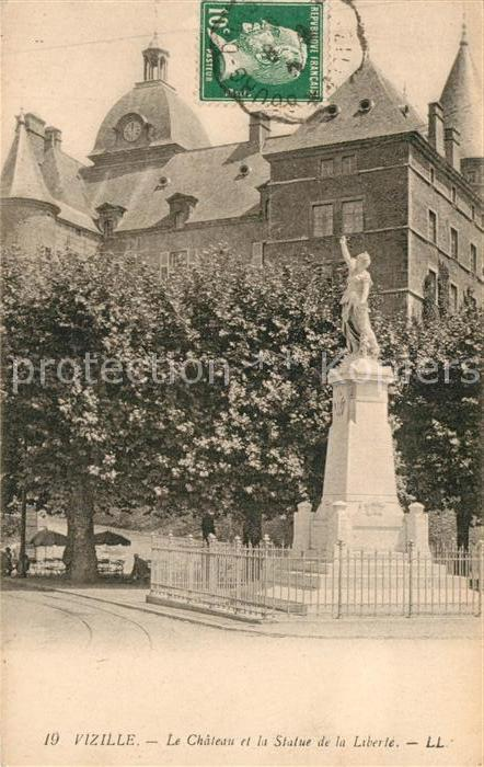 AK / Ansichtskarte Vizille Le Chateau et la Statue de la Liberte Vizille
