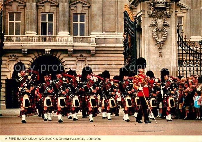 AK / Ansichtskarte Leibgarde_Wache Pipe Band Buckingham Palace London   0